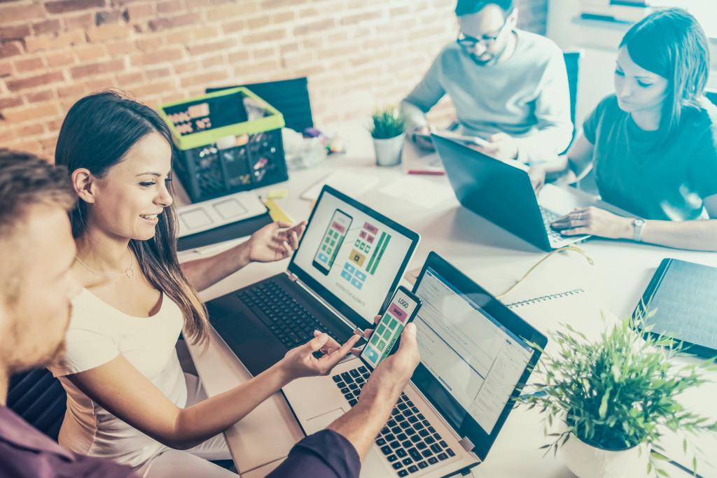 people creating website design